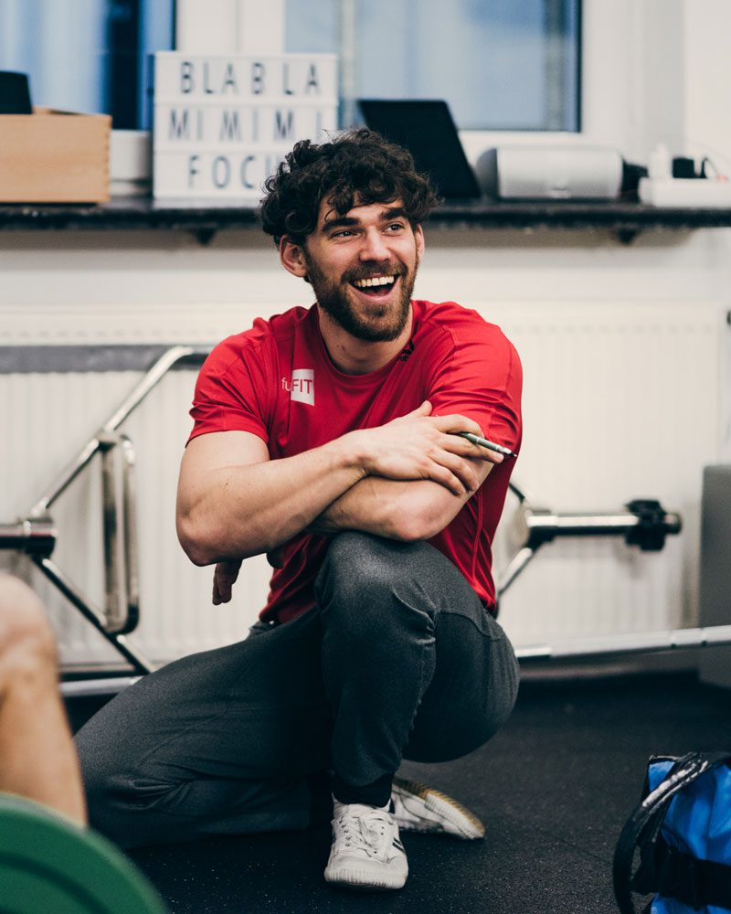 Personal Trainer Elias Brocker bei funcFIT